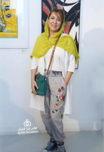 پانته آ بهرام با شلواری عجیب در دومین بازار آثار هنری