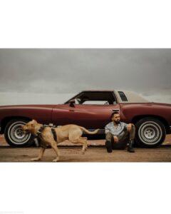 محسن افشانی و سگش و ماشین قدیمی اش