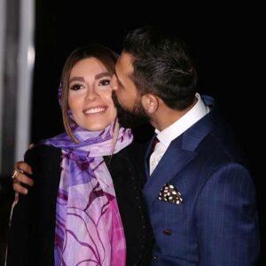 محسن افشانی در حال بوسیدن همسرش