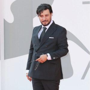 تیپ رسمی جواد عزتی در جشنواره ونیز