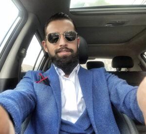 سلفی محسن افشانی در ماشین