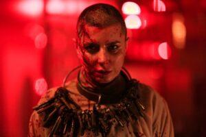 لیلا حاتمی در فیلم قاتل وحشی با سر تراشیده